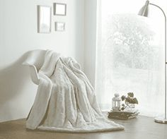 DaDa Bedding Luxury White Roses Faux Fur with Sherpa Backside Fleece Throw Blanket, Sherpa Throw Blankets Luxury Duvet Covers, Luxury Bedding, Modern Bedding, Throw Blanket Size, Throw Blankets, Blanket Scarf, Throw Pillow, Faux Fur Throw, Living Room Sofa