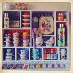 Op de website van Flow een verzamelkastje Caroline Buijs. Leuk idee voor als er veel verschillende stijlen in je keukenkastje staan!