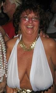 Grannies Proud cleavage saggy