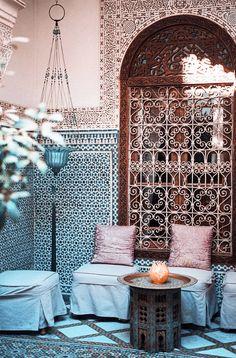 タンジェ(タンジール) 窓、タイルが美しい <モロッコ観光・旅行おすすめ見所>