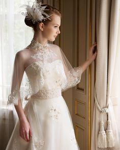 """94 Likes, 5 Comments - 花みやび (@hanamiyabi_wedding) on Instagram: """"♡ ホームページで紹介しているドレスでお問い合わせが多いのがコチラ♡  花みやびでは「サルジュマリカ」という名前がついています^ ^  雪の結晶のようなケープの刺繍がキラキラとキレイなんですよ…"""""""