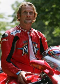 Carl Fogarty (Eng). Superbike World Champion 4 (1994,95,98,99). Races 219. Poles 21. Wins 59. Podiums 109. Formula 1 World Champion for bikes 3 (1988,89,90). 24hrs Le Mans motorcyle race winner (1992). World Endurance Champion (1992)