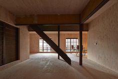 Applying the same plywood material on every existing surface of the living space, NAAD transformed a 100-year-old wooden building in Kyoto into a temporary dwelling, avoiding hierarchical dichotomy between past and present.