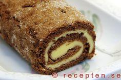 Drömtårta - Drömrulltårta - Baka drömtårta / drömrulltårta. En otroligt god chokladrulltårta med smörkrämsfyllning. Enkelt recept.