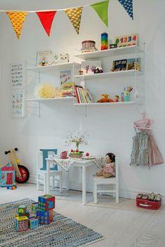 Skandinavisch Wohnen Kinderzimmer weiss Wand Boden
