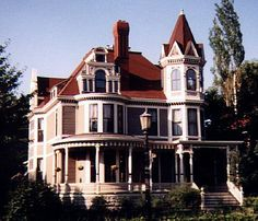 Beautiful Queen Anne Style House in Minnesota