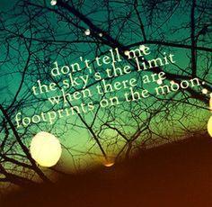 """""""Não me diga que o céu é o limite quando há pegadas na lua."""""""
