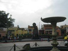 Pileta bañada en bronce y estatua del libertador Simón Bolívar, la encuentras en Pueblo Libre.