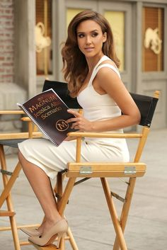 Jessica Alba with a white dress, street style Jessica Alba Style, Jessica Alba Makeup, Jessica Alba Hot, Michelle Rodriguez, Beautiful Celebrities, Beautiful Women, Beautiful Outfits, Jessica Alba Pictures, Meagan Good