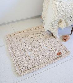 Cuadrado a vrochetNEW Romantic Square Beige Ecru Floral Rug/ Crogachet Rug/ Rug /Area Rugs/ Floor Rugs/ Large Rugs/ Handmade Rug/ Carpet/ Cotton Cord Rug Crochet Doily Rug, Crochet Rug Patterns, Crochet Carpet, Crochet Squares, Crochet Home, Crochet Granny, Diy Crochet, Crochet Ideas, Square Rugs