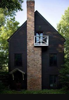 New Ideas House Facade Black Exterior Colors Exterior Color Schemes, Exterior Design, Farmhouse Exterior Colors, Rustic Exterior, Cottage Exterior, Black House Exterior, Exterior Windows, Dark House, Dark Siding House