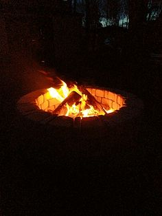 """See our site for additional relevant information on """"fire pit diy easy"""". It is an excellent spot to learn more. Outside Fire Pits, Cool Fire Pits, Diy Fire Pit, Garden Fire Pit, Fire Pit Backyard, Fire Pit Video, Fire Pit Swings, Fire Pit Materials, Backyard Buildings"""