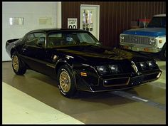 1980 Pontiac Trans Am SE Bandit 4.9/210 HP, Automatic- my mom used to have an orange one like this <3 miss that car