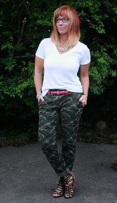 : Camo Pants, White T-Shirt, Layered Necklaces And Leopard Print Sandals