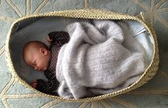 Wahakura in the making – Updated – Weaving Is Pretty Awesome Flax Weaving, Basket Weaving, Baby Baskets, Woven Baskets, Baby Bassinet, Pretty Cool, Baby Room, Nativity, Preschool