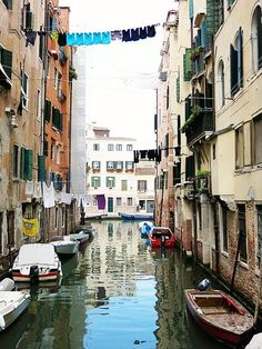 We loved our holiday in Venice!  Here is a list of 10 things to do whilst visiting Venice in Italy.  Visit the ghetto, ride on gondolas and more!