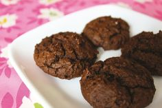 Today I'd like to share my favorite gluten free cookie from Everyday Happy Herbivore. These molasses cookies are soft and fluffy and super easy to make.Soft Molasses Cookies | yields 14 cookies *gluten-free*1 c oat flour 1 tbsp cornstarch½ to 1 tsp baking soda (see note)½ tsp ground cinnamon¼ tsp ground ginger⅛ tsp allspice, nutmeg or ground cloves ¼ c mashed navy beans¼ c molasses 2 tbsp unsweetened applesauce 2 tbsp brown or raw sugar (optional) Note: For a le...