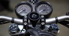 Smart navigation for motorcycles, made simple Pre-order As seen on Simple, safe navigation Beeline Moto's interface guides you in the clearest manner possible with one big arrow pointing in the direction you need to be heading right now. Simple! No complex instructions, no detailed maps. It's stripped back to the essen...