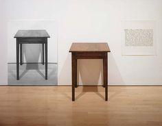 Joseph Kosuth (Toledo, EE. UU., 1945) es un artista estadounidense. Estudia en Toledo (1965) y completa su formación en la School of Visual Arts de Nueva York. Pronto se convierte en importante líder del arte conceptual, llegando al rechazo absoluto de cualquier tipo de producción de obras, debido a su carácter ornamental.