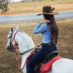 xana Cowboy Girl, Western Girl, Cowboy Up, Cowboy Hats, Foto Cowgirl, Estilo Cowgirl, Cowgirl Chic, Real Country Girls, Country Girls Outfits