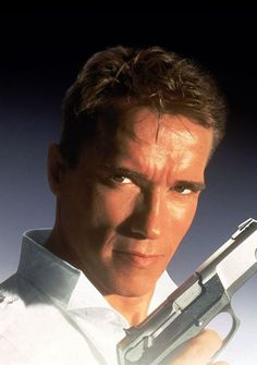 Arnold Schwarzenegger in True Lies Arnold Schwarzenegger, True Lies Movie, Arnold Movies, Old Bodybuilder, I See Stars, Muscle Building Tips, Cinema, Star Wars, Tough Guy