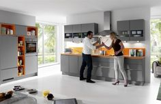 Nobilia minőségi, németországban gyártott konyhabútorok széles választékát kínáljuk csíkszeredai, brassói és szebeni bemutatóüzleteinkben! German Kitchen, Home Interior Design, Kitchens, Table, Furniture, Home Decor, Decoration Home, Room Decor, Kitchen