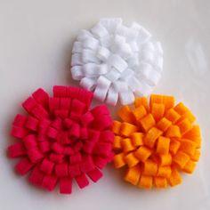 Easy no-sew felt fabric flowers. Felt Diy, Felt Crafts, Fabric Crafts, Diy Crafts, Sewing Crafts, Faux Flowers, Diy Flowers, Paper Flowers, Simple Flowers