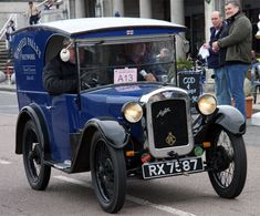 Note: This is a sub-section of Austin The Austin Motor Co produced Lorries from 1910 to 1968 at Birmingham. 1913 Produce first 2 ton lorry developing . Classic Trucks, Classic Cars, Vintage Cars, Antique Cars, The Austin, Commercial Vehicle, Cars Motorcycles, Automobile, Vans