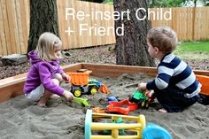 Modern Parents Messy Kids: How to Build a Sandbox. Sandbox With Lid, Build A Sandbox, Kids Sandbox, Sandbox Ideas, Projects For Kids, Diy For Kids, Crafts For Kids, Backyard Toys, Backyard Ideas