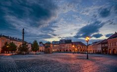 Fotka: Wallenstein's Square Location: Jičín, Czech Republic Date Taken: 17 Sep 2015 Camera: Nikon D5000  Jičín lies approximately 85 km northeast of Prague in the scenic region of the Bohemian Paradise under the Prachov Rocks. Jičín has been declared a Municipal Reserve because of its well-preserved historical centre, built around a rectangular square with a regular Gothic street layout, remnants of fortifications and arcade Renaissance and Baroque houses.  #BTPCityscapePro – +BTP Cityscape…