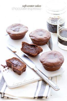 Soft-center chocolate espresso cakes - hungrybrownie.com