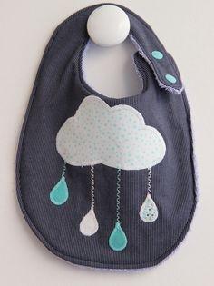 """Bavette pressionnée """"My little Cloud"""", coton bleu marine rayé et éponge bleue. : Mode Bébé par lemondedeslucioles"""