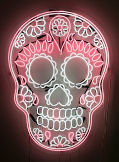 I need this in my house to go with all my kitchen sugar skull decor. This is gorgeous I need this in my house to go with all my kitchen sugar skull decor. This is gorgeous Sugar Skull Decor, Sugar Skull Art, Sugar Scull, Sugar Skull Design, Led Neon, Neon Glow, Neon Rosa, Mexican Skulls, Arte Pop