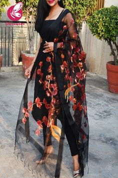 Shop Black Organza Handpainted Maroon Golden Stole - Stoles Online in India Simple Kurta Designs, Kurta Designs Women, Trendy Dresses, Simple Dresses, Fashion Dresses, Turkish Fashion, Indian Fashion, Indian Attire, Indian Outfits