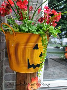 The chilly fall weather is here this morning in Ontario. We enjoyed a lovely three-day weekend to celebrate our Thanksgiving. Vintage Halloween, Fall Halloween, Happy Fall Y'all, Fall Weather, Shabby Vintage, Holiday Time, Hallows Eve, Winter Season, Fall Crafts