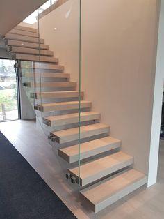 #mittatilausportaat #mittatilaus #tammi #oak #portaat #stairs #hoveringstairs #koti #kodinsisustus #kotisisustus #sisustus Oak Stairs, Koti, Home Decor, Decoration Home, Room Decor, Home Interior Design, Home Decoration, Interior Design