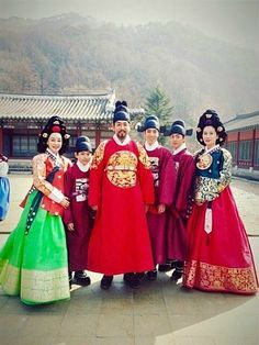 "The Jingbirok: A Memoir of Imjin War(Hangul: 징비록) is a 2015 South Korean television series starring Kim Sang-joong as  Ryu Seong-ryong (1542 – 1607) who was a scholar-official of theJoseon Dynasty of Korea. He held many responsibilities including the Chief State Councillor position in 1592. He was a member of the ""Eastern faction"", and a follower of Yi Hwang. He wrote the Jingbirok a first hand account of the Imjin War.  It aired on KBS.  선조  가족"