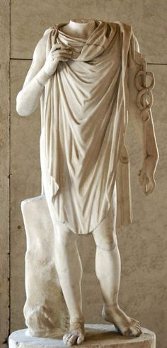 chlamys, greek (leading into the roman toga) :: I've placed this on my Fourth Century B.C. Board because that is Alexander's century but the chlamys was popular for several centuries in antiquity - AOS
