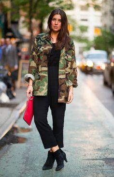 CAMO ELLE STREET STYLE CAMOUFLAGE ARMY JACKET CROPPED BLACK PANTS ANKLE BOOTS RED CLUTCH 3 Laurencia-Galarza-blog