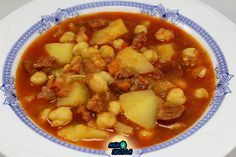 La Juani de Ana Sevilla: Potaje de garbanzos con patatas Spanish Stew, Spanish Dishes, I Love Food, A Food, Food And Drink, Mexican Food Recipes, Healthy Recipes, Ethnic Recipes, Latin American Food