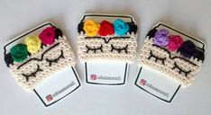 Frida Kahlo manga para vaso – Minasscraft Patrones Amigurumis Crochet Coffee Cozy, Crochet Cozy, Love Crochet, Crochet Crafts, Crochet Projects, Crochet Christmas Decorations, Barrettes, Crochet Kitchen, Crochet Blanket Patterns
