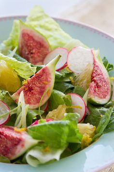 vorzüglich ! Feigen auf Lattichsalat mit einer milden Vinaigrette ....