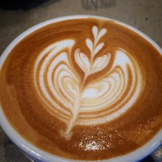 . . 6월 시작입니다 . . . . . #cafe #coffee #latte #latteart #barista #brewing #roasting #daily #follow #likes #freepure #flowerpot #coffeeart  #커피 #라떼아트 #바리스타 #로스터리 #먹스타그램 #커피스타그램 #라떼스타그램 #일상 #맞팔 #소통 #커피아트 #핸들링 #삼단튤립 #밀어넣기 #플라워팟 #스완 #데일리 by barista_bin_1121