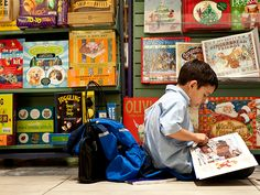 En la librería B. Dalton Bookseller, una mama había entrado junto con su hijo, para comprarle a este un libro que el quería de Navidad. B.Dalton no tenía el libro en stock, así que la vendedora llamó a la competencia, reservó el libro para el niño, y les pasó la dirección de la otra librería.