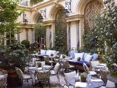 RL restaurant in Paris. I want to eat here.