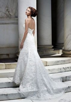 Want the dress to fall like this, a little puff at the back & then long train