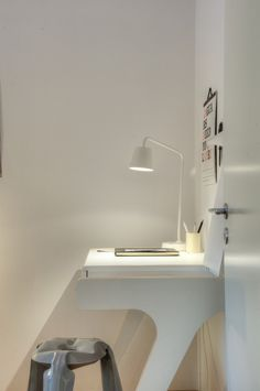 ★ Home Office Mini Loft, Interior Architecture, Interior And Exterior, Home Office Design, House Design, Minimal Desk, Kent Homes, Tiny Office, Black Office