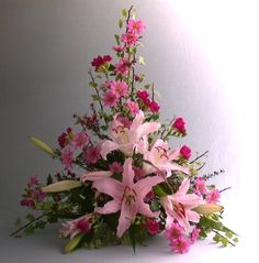 triangle flower arrangement tutorial - Cerca con Google
