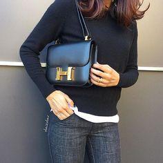 Choosing The Perfect Handbag That's Suitable For All Season - Best Fashion Tips Hermes Bags, Hermes Handbags, Luxury Handbags, Purses And Handbags, Fall Handbags, Black Handbags, Hermes Constance Bag, Brand Name Bags, Handbags For School