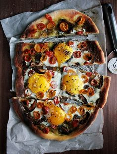 Have you ever thought Pesto, tomato and egg pizza would taste soo delish!?